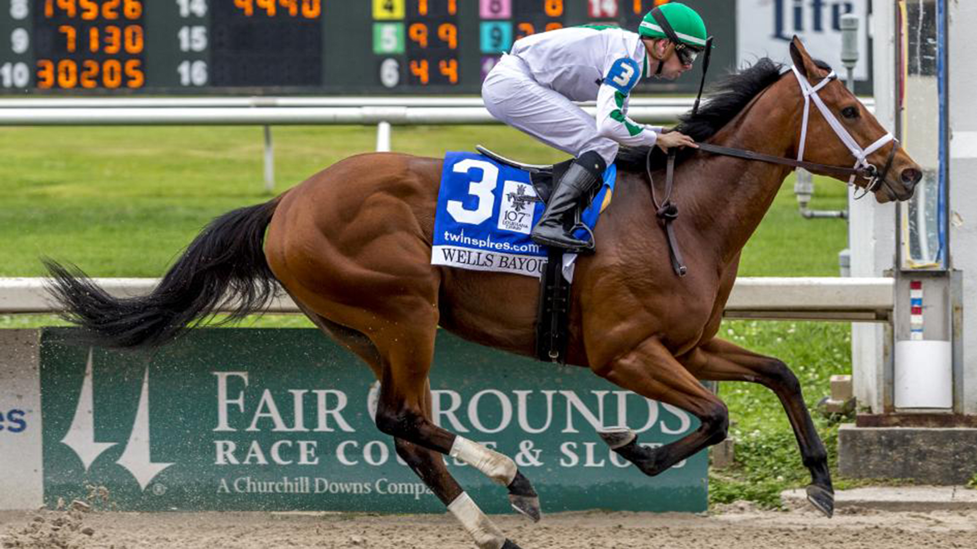 Kelly Green And White Take Over Horse Racing University Of Arkansas At Monticello Athletics